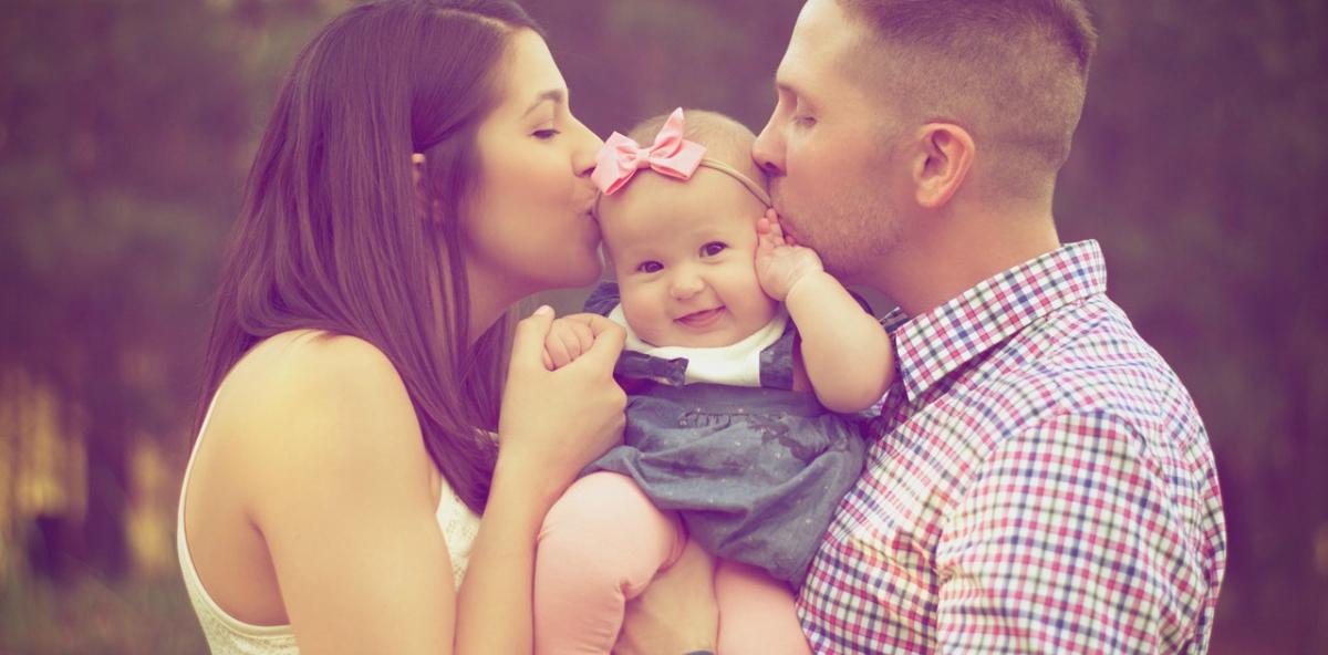 curiamo le relazioni famiglia felice neonato